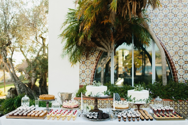 The yummy dessert bar.